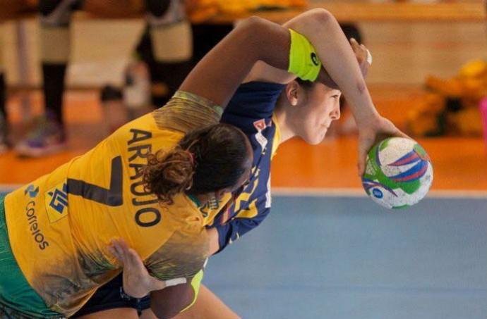 Tamires em ação pela seleção brasileira no Torneio Internacional da Espanha (Foto: Reprodução/Facebook)