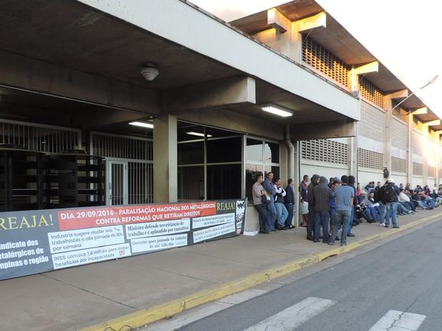 Sede da empresa Benteler, em Campinas, durante paralisação  (Foto: Renata Rosica)