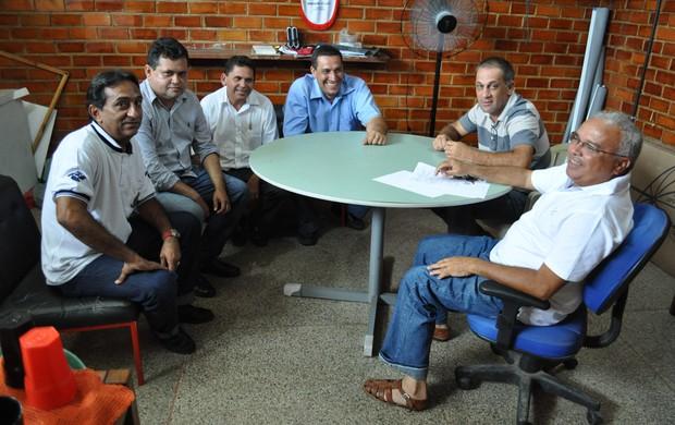 Reunião que selou o destino do técnico Celso Teixeira (Foto: Renan Morais/GLOBOESPORTE.COM)