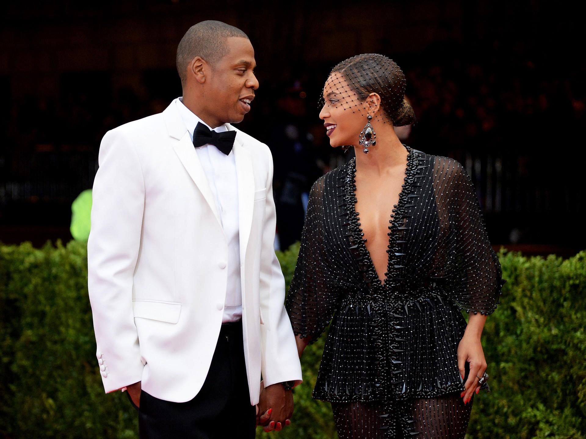 Os cantores se casaram secretamente em 4 de Abril de 2004, em uma cerimônia para 40 amigos e familiares próximos na extravagante mansão de Jay-Z, em Manhattan. (Foto: Getty Images)