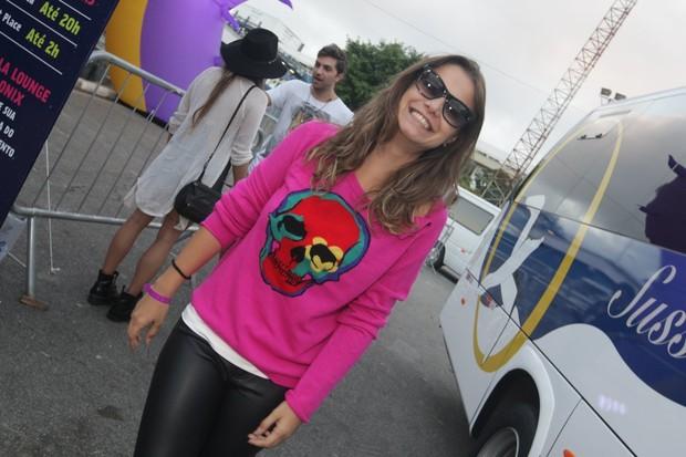Milena Toscano curte primeiro dia do LollaPalooza em SP (Foto: Leo Franco e Thiago Duran/AgNews)