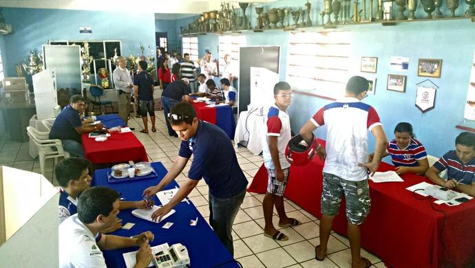 Votação no Fortaleza Pici (Foto: Juscelino Filho)