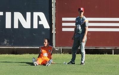 rafinha sente dores na coxa direita Fluminense (Foto: Hector Werlang)