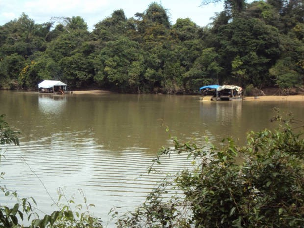 Ibama diz que utilização de balsas em garimpos causa contaminação e destruição dos leitos dos rios (Foto: Arquivo Pessoal)