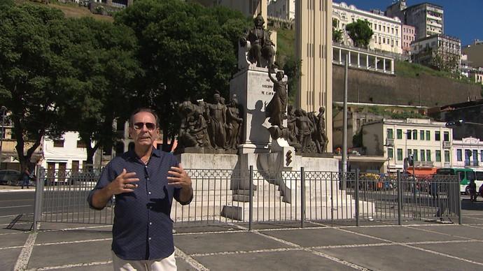 Arquiteto Chico Senna conta a história do monumento a Visconde de Cayru (Foto: TV Bahia)