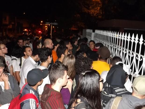 Protesto impediu saída de vereadores na Câmara (Foto: Alan Schneider / G1)