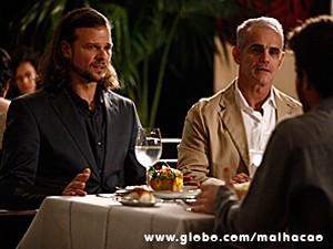 Claudio tenta conversar com Sidney, mas ele fica revoltado (Foto: Inácio Moraes / TV Globo)