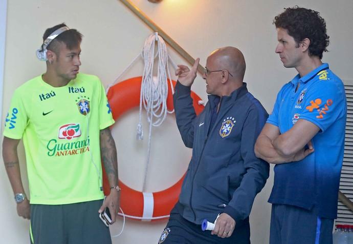 Neymar treina na academia da concentração Santiago (Foto: Rafael Ribeiro / CBF)