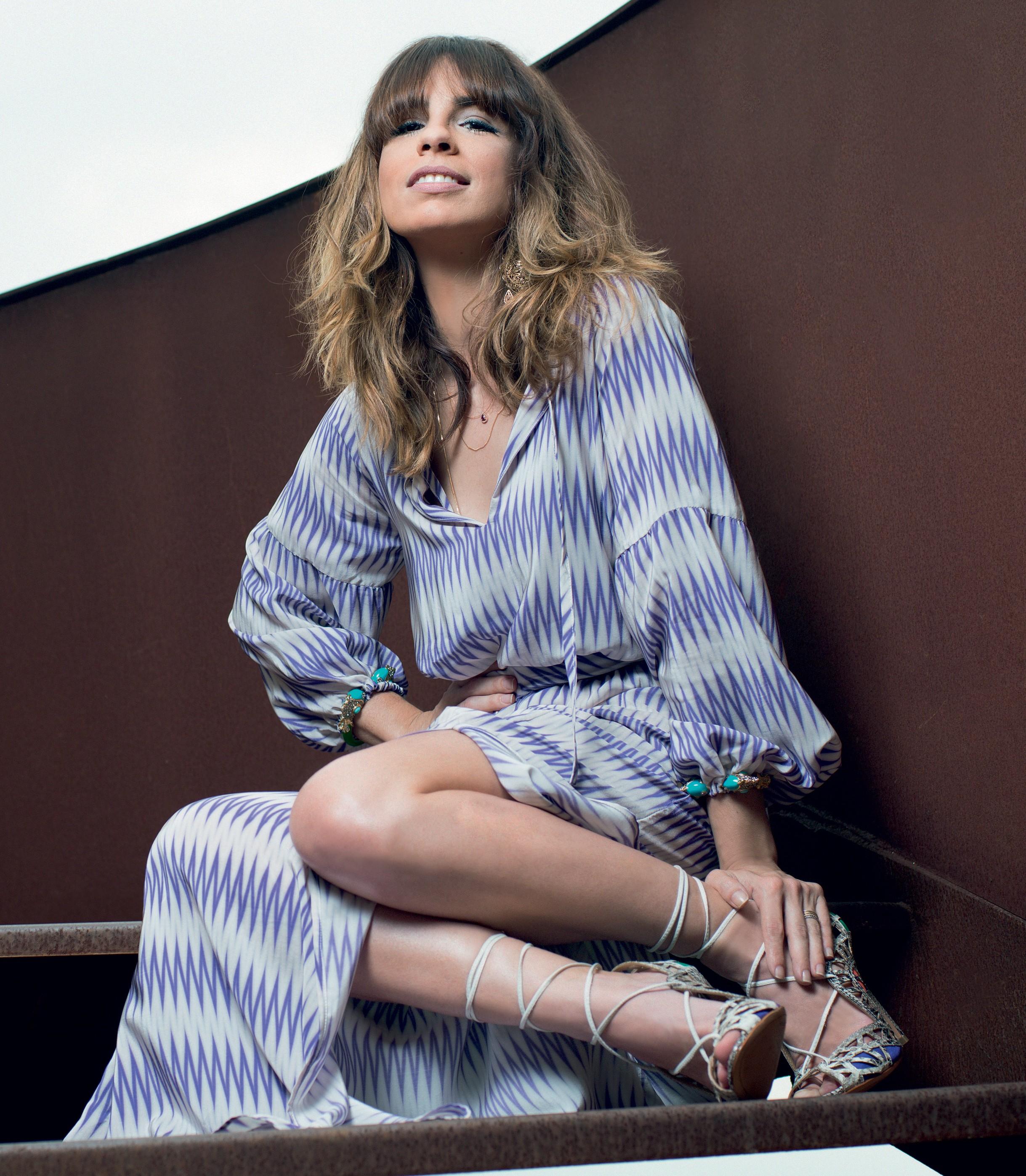 4a32bde395 Maria Ribeiro usa vestido