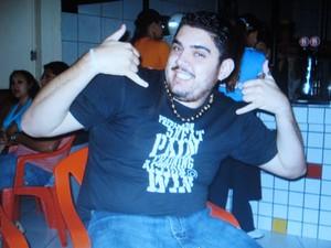 Vinicius faz gesto que era considerado sua marca registrada (Foto: Reprodução/Arquivo Pessoal)