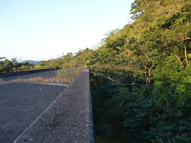 Viadutos ficam na serra do mar no litoral norte (Foto: Camilla Motta/ G1 )