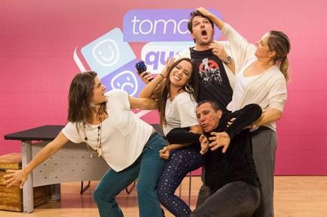 Atores gravam 'Tomara que caia' com Anitta (Foto: Sergio Zalis/TV Globo)