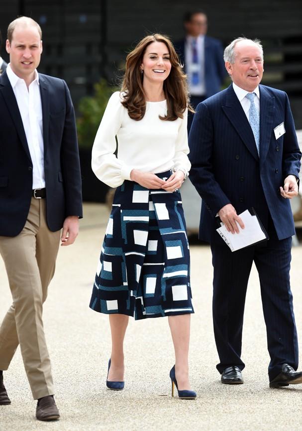 Kate Middleton usa saia da Banana Republic (Foto: Stuart C. Wilson/Getty Images)