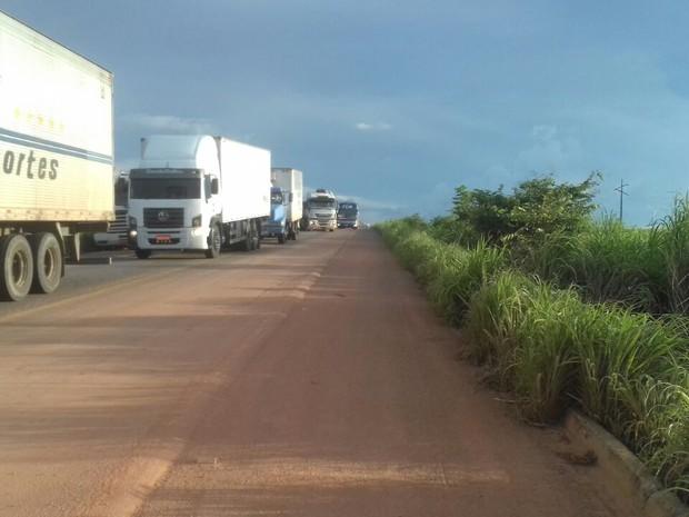 Acidente causou quilômetros de congestionamento (Foto: Defesa civil de Talismã/ Divulgação)