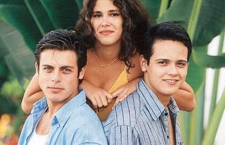 Os protagonistas da primeira temporada (1995): Luigi Baricelli (Romão), Juliana Martins (Bella) e Danton Mello (Héricles) Reprodução da internet