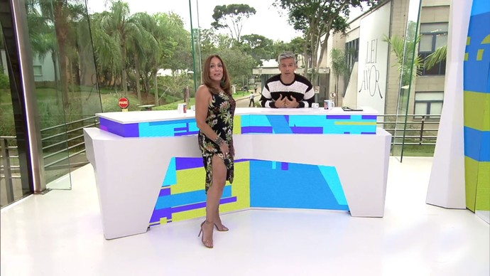 Susana Vieira mostra seu look ousado no Vídeo Show (Foto: TV Globo)