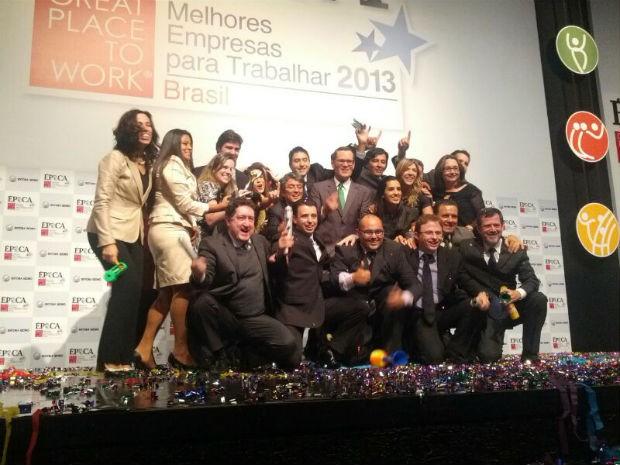 Os colaboradores da Elektro celebram o primeiro lugar na categoria As grandes do ranking GPTW 2013 (Foto: ÉPOCA)