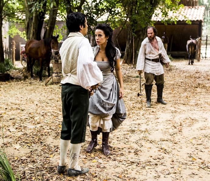 Joaquina dá dica para o irmão vencer Malveiro (Foto: Ellen Soares/Gshow)
