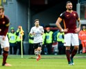 Após levar seis do Barça, Roma vê Maicon ser expulso e perde em casa