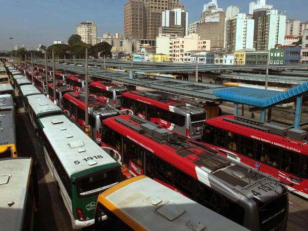 Terminal Parque D. Pedro com filas de ônibus parados, na região central de São Paulo, nesta quarta-feira (21) (Foto: Robson Fernandjes/Estadão Conteúdo)