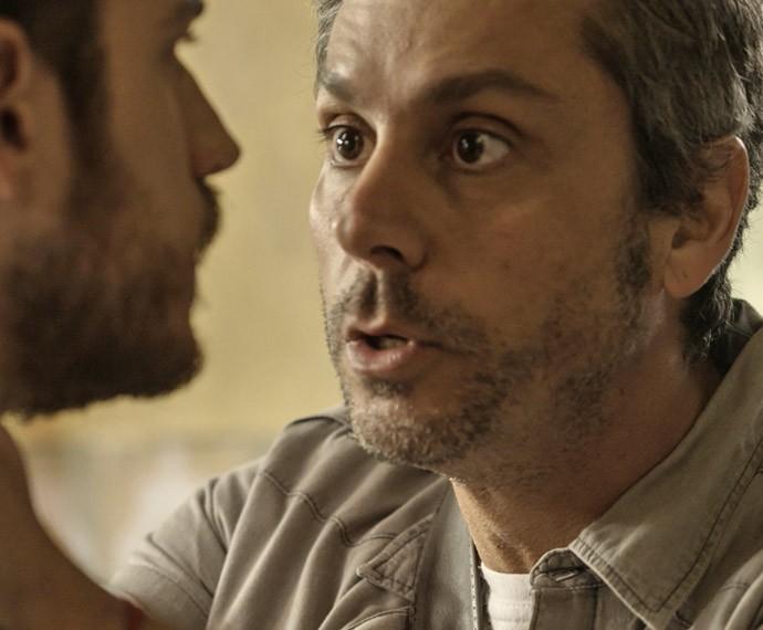 Romero pede que Dante liberte Juliano (Foto: TV Globo)