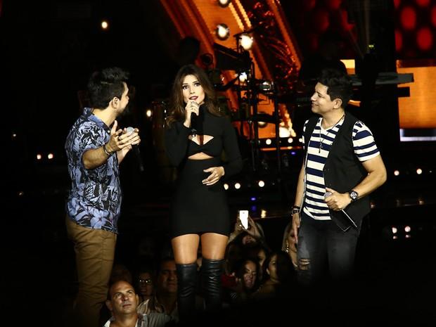 Zé Henrique e Gabriel com Paula Fernandes em show em Itatiba, interior de São Paulo (Foto: Cláudio Augusto/ Brazil News)