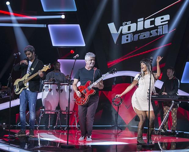 Lulu Santos e Andrea Negreiros no palco (Foto: Isabella Pinheiro/TV Globo)