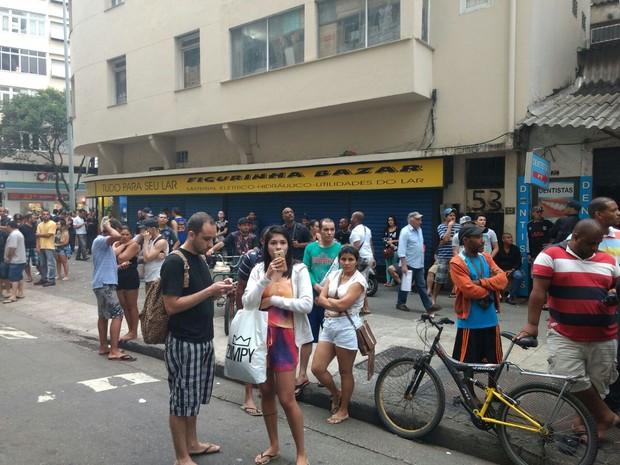 Comércio fechado na Rua Sá Ferreira, em Copacabana (Foto: Nicolás Satriano/G1)