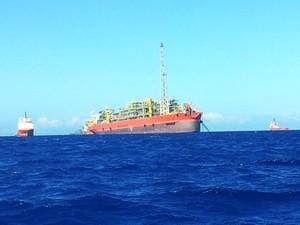 Navio-plataforma que teve explosão no ES (Foto: Juirana Nobres/ G1 ES)