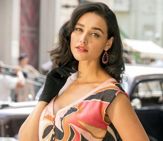 Débora Nascimento diz que os cachos curtos a fizeram ficar mais ousada (Foto: Felipe Monteiro/Gshow)