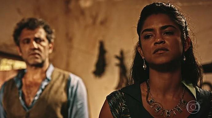 Luzia revela a Santo que aceita se separar (Foto: TV Globo)