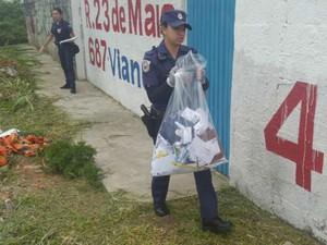 GM encontra correspondências em terreno baldio em Jundiaí (Foto: Divulgação/ GM de Jundiaí)