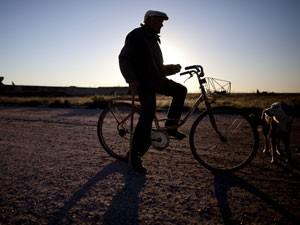 Pablo Novak, morador de Epecuen que se recusou a sair da cidade fantasma (Foto: Natacha Pisarenko/AP Photo)