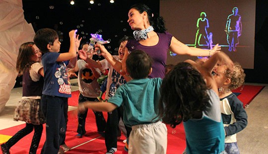 Núcleo EmQuanta realiza dança para crianças no Sesc 24 de maio (Foto: Divulgação / Sesc SP)