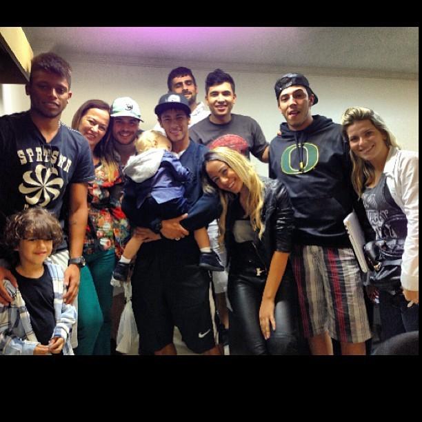 Neymar com família e amigos (Foto: Instagram)