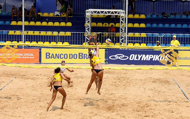 vôlei de praia Chell, Juliana e Larissa Cuiabá (Foto: Nivaldo Sérgio Alves)