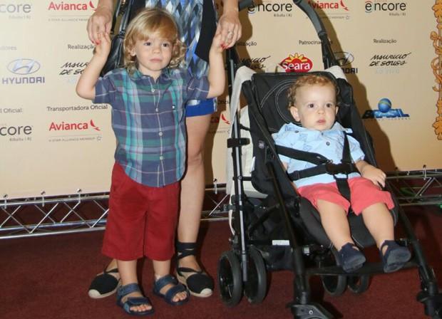 João Gabriel e Antônio, filhos de Regiane Alves (Foto: Fabio Moreno/AgNews)