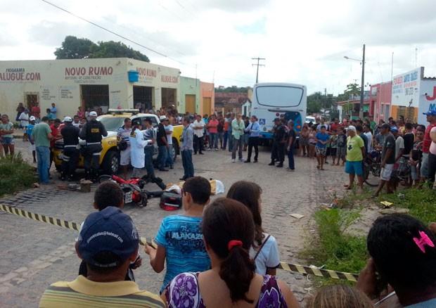 Acidente aconteceu no bairro de Santa Terezinha, em Parnamirim (Foto: Kléber Teixeira/Inter TV Cabugi)
