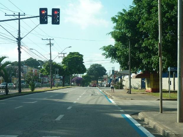 Faixa azul na avenida sinaliza corredor exclusivo para ônibus (Foto: Divulgação/Urbes)