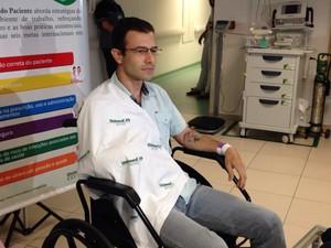 O contador Márcio de Castro Palma falou sobre o momento em que foi atacado por um tubarão em Fernando de Noronha (Foto: Maria Luiza Veiga / G1)