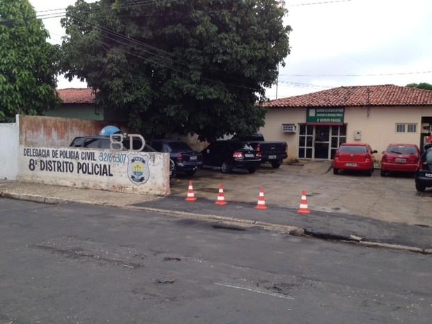8º Distrito Policial em  Teresina foi alvo de bandidos  (Foto: Gil Oliveira/G1)