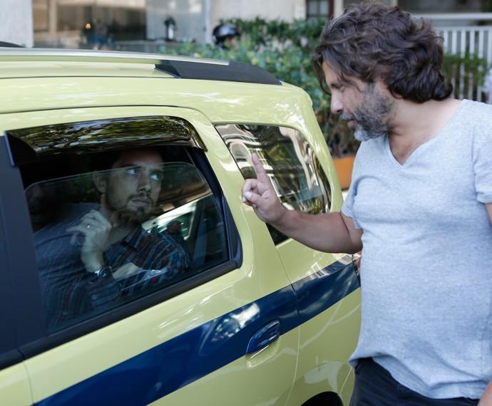Rafa segue instruções do diretor geral Pedro Vasconcelos (Foto: Fábio Rocha/Gshow)