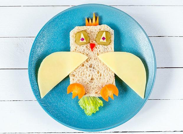 Neste pão, as asas da coruja podem ser feitas com queijo e dá para abusar dos legumes nos detalhes (Foto: ThinkStockPhotos)