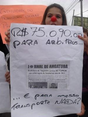 Estudantes questionam projeto de lei que altera regras para o auxílio transporte. (Foto: Cláudio Nascimento / TV TEM)