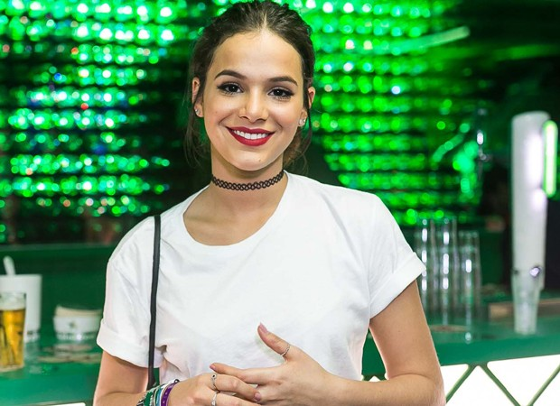 """Sempre linda, Bruna Marquezine fala sobre visual no RiR: """"Podrinho, tendência"""""""