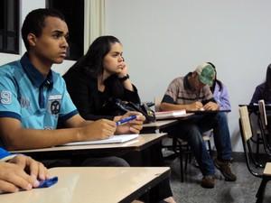 Estudantes podem se inscrever no cursinho do Educafro (Foto: Jéssica Balbino/ G1)