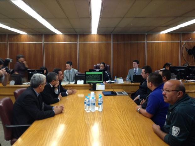 Reunião no TRT terminou sem acordo sobre greve de motoristas de ônibus (Foto: Roney Domingos/G1)