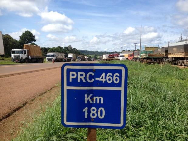 Rodovia em Pitanga está entre as várias bloqueadas pelo estado  (Foto: Marina Petri / RPC)