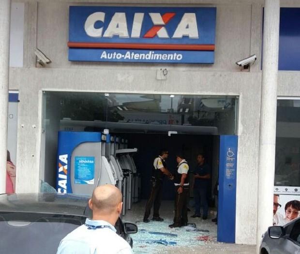 Unidade de auto-atendimento da Caixa funciona em uma galeria de lojas (Foto: Divulgação / PM)
