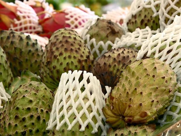 Atemoia, fruta doce pode ser antioxidante e anti-inflamatória, diz Unicamp (Foto: Reprodução EPTV)